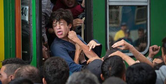 Mülteciler trenlere akın etti