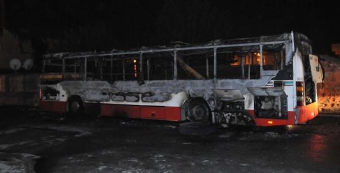 Terör örgütü yandaşları otobüs yaktı!