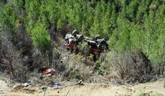 İş makinesi uçuruma devrildi: 1 ölü