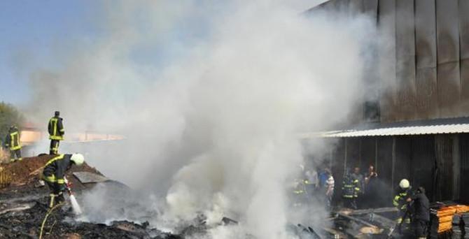 Vagon fabrikasında yangın paniğe yol açtı