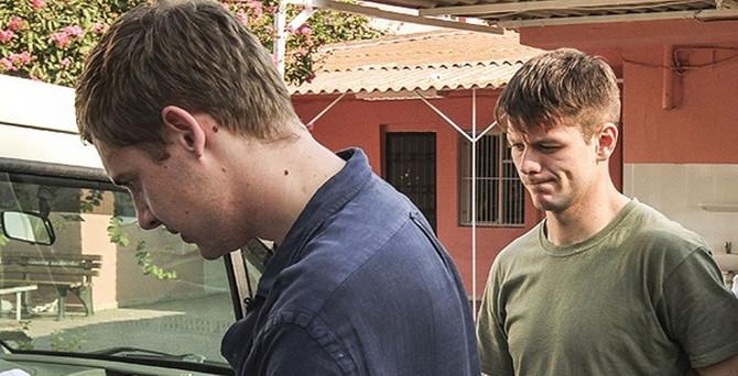 İki İngiliz gazeteci sınır dışı edildi