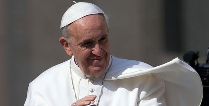 Papa 300 yıllık kuralı değiştirdi