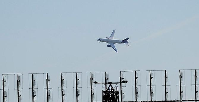 Ukrayna Rus uçaklarına hava sahasını kapattı
