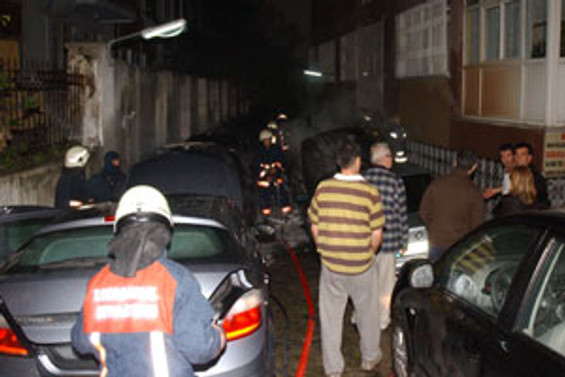 Bakırköy'de 12 araç kundaklandı
