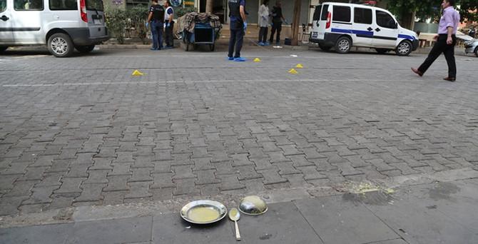 Diyarbakır'da polis ve sivillere silahlı saldırı