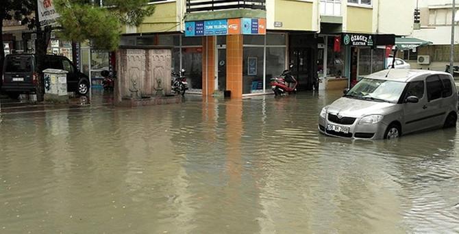 Sağanak yağış Çanakkale'yi vurdu