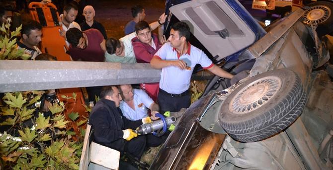 Zonguldak'ta otomobil direğe çarptı: 3 yaralı