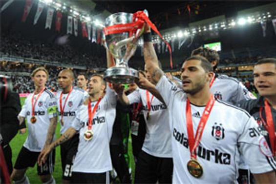 Kupayı Beşiktaş kaldırdı