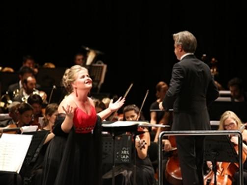 Leyla Gencer yarışmasının galibi Arnavut soprano