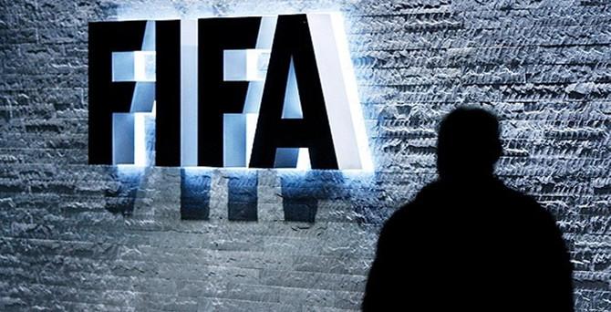 FIFA'dan Warner'a ömür boyu men cezası
