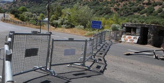 İki ilçenin yolları kapatıldı