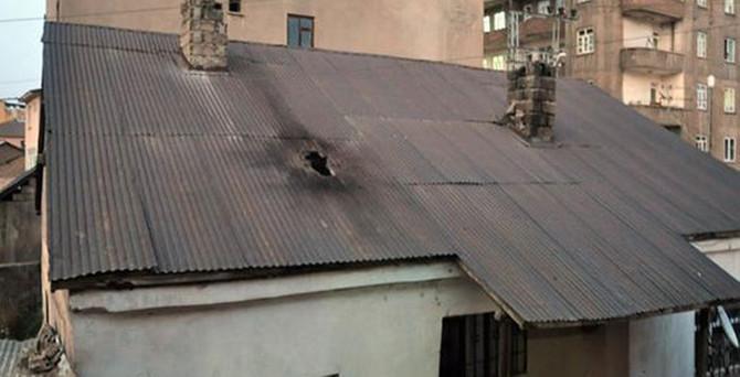 Hakkari'de hendek kapatan polise saldırı