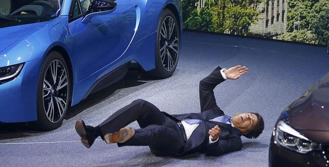 Otomotiv devinin CEO'su yere yığıldı!