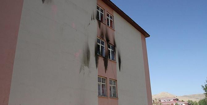 Van'da okula molotoflu saldırı