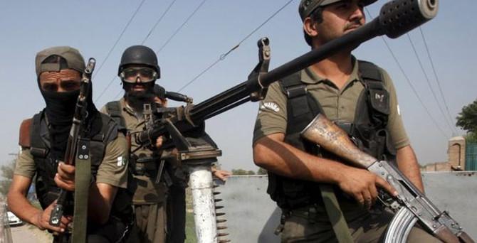 Hava üssüne saldırı: 10 asker 20 yaralı