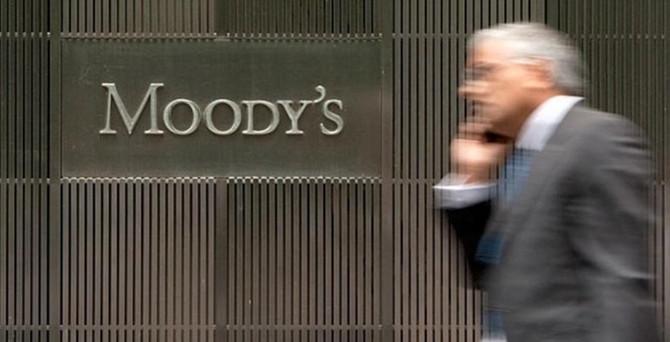 Moody's Fransa'nın kredi notunu düşürdü