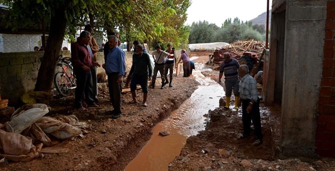 Antalya'da sağanak sele neden oldu