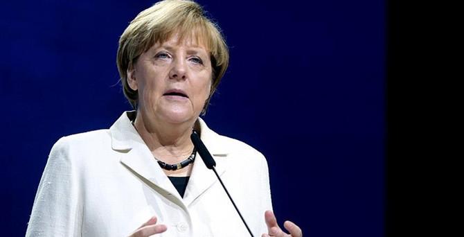Merkel'e güven azaldı