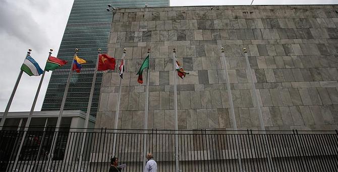 Filistin bayrağı BM'de göndere çekiliyor