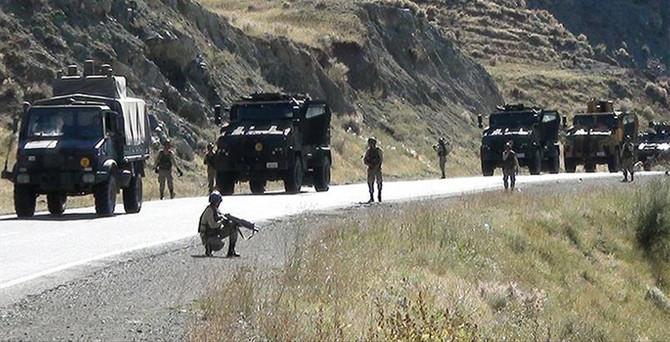 Orduevi önünde askeri araca saldırı