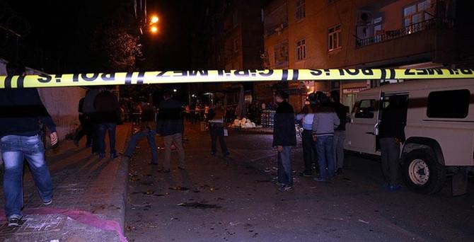 Diyarbakır'da askeri konvoya saldırı: 4 sivil yaralı
