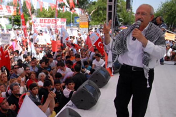 Bayrak yanıtını Diyarbakır'dan verdi