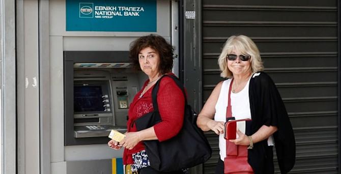 Yunanistan 3 yıl sonra deflasyonu aştı