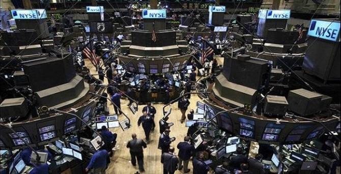 New York borsası sınırlı düşüşle açıldı