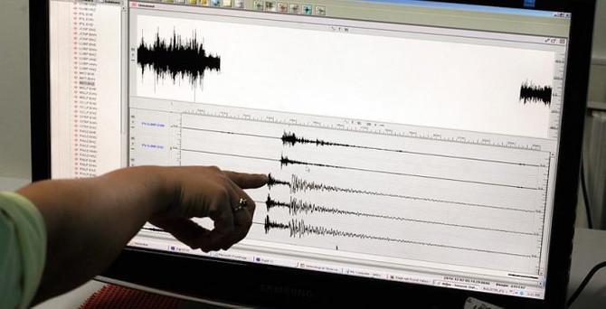 Van'da peş peşe depremler