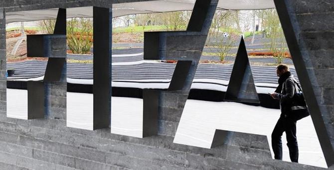 FIFA'ya yeni baskın!