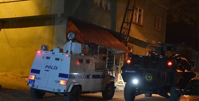 Polis karakoluna bombalı saldırı
