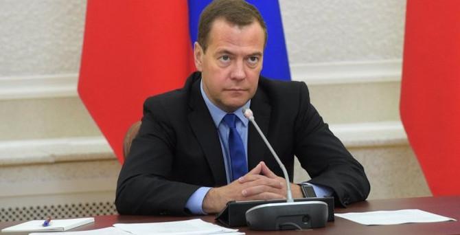 Medvedev: Ekonomi gelecek yıl büyüyecek