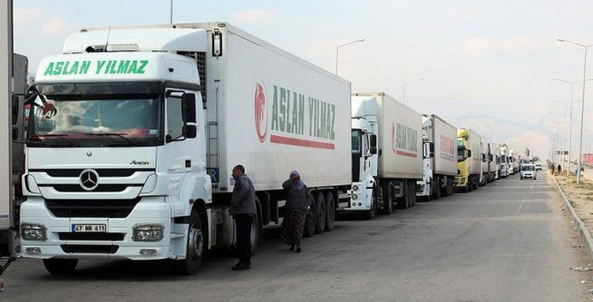 Azerbaycan'dan TIR geçişlerine indirim