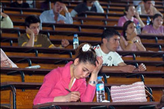 Sınavda saat ve küpe bile yasak