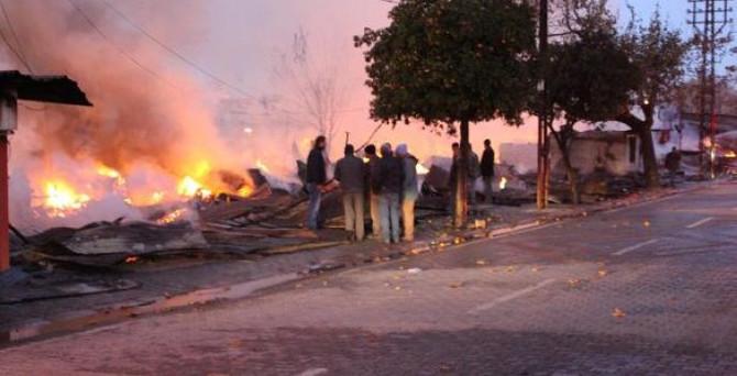 Ceyhan keresteciler sitesi tamamen yandı