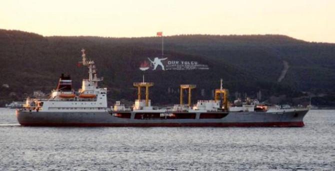 Rus gemisi Boğaz'ı geçti