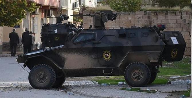 Zırhlı araca saldırı: 6 polis yaralandı