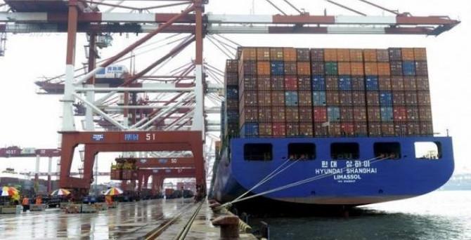 Çin'de ihracat üst üste beşinci ay düştü