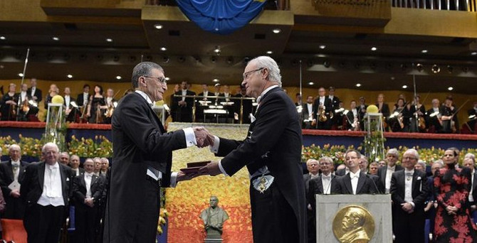 Aziz Sancar ödülünü aldı