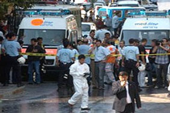 Mersin'de patlama: 13 polis yaralandı