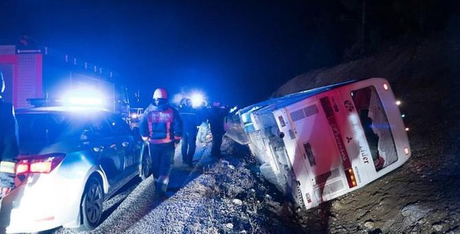 İşçi servisi devrildi: 1 ölü 38 yaralı
