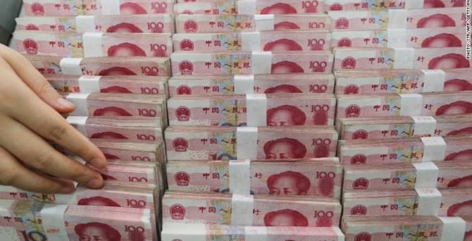 Yuan dört yılın dibinde