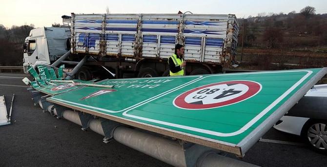 TEM İstanbul yönü ulaşıma kapandı