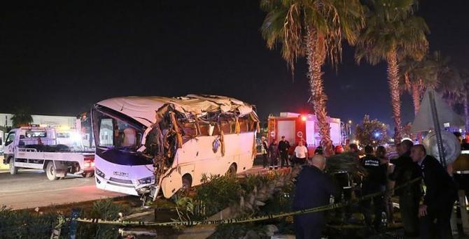 Antalya'da zincirleme kaza: 20 yaralı