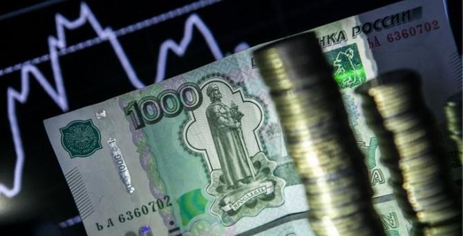 Ruble 18 yılın dibinde