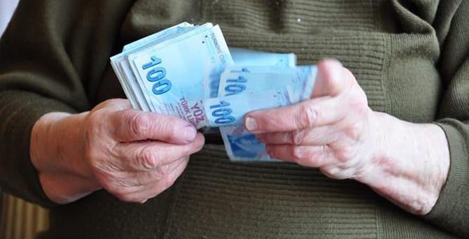 Emeklilere ayda 100 lira ek zam