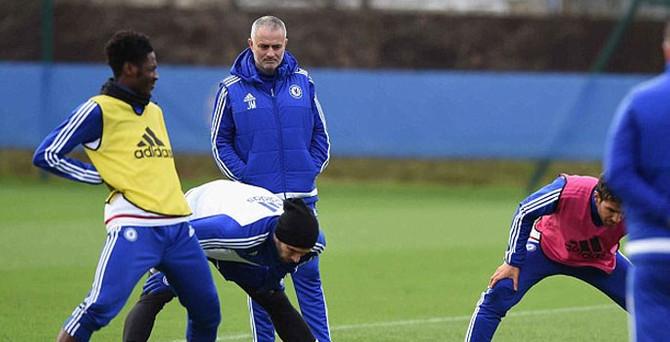 Chelsea'de Mourinho kovuldu