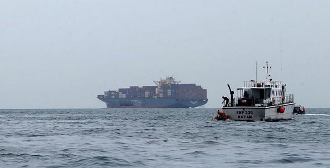 122 kişiyi taşıyan gemi ile irtibat kesildi