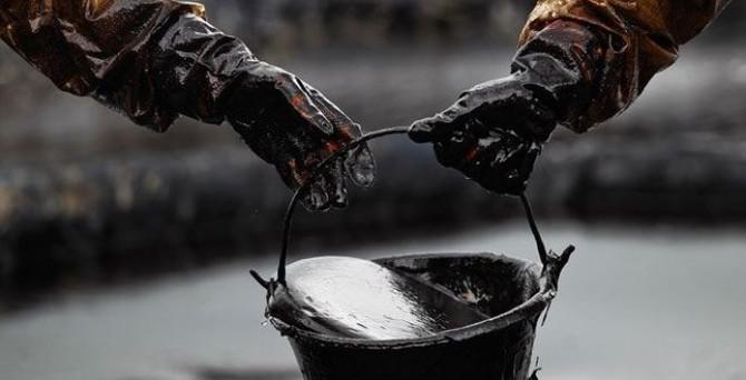 Arz balonu petrol fiyatlarını dibe çekiyor