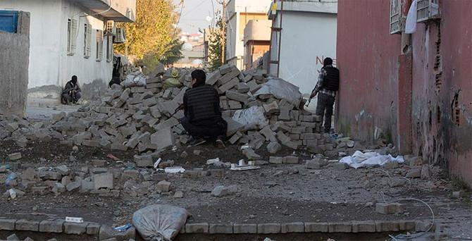 Diyarbakır'da bombalı saldırı: 1 şehit
